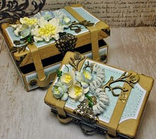 Objekten zum Dekorieren / objects for decorating 2 Nostalgic mini suitcase, made of strong cardboard.