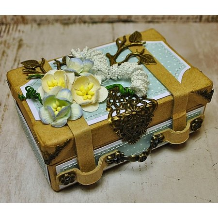 Objekten zum Dekorieren / objects for decorating 2 Nostalgisk mini kuffert, lavet af kraftig pap.