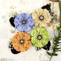 verschiedene Blumen von Prima Flower, 4 Stück mit nostalgische Brads