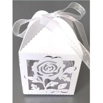 10 Gift box with delicate rose motif