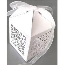 10 Gift box met delicate bloemenmotief
