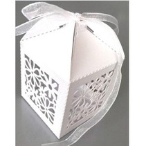 10 Gift box with delicate floral motif