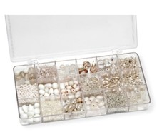 Schmuck Gestalten / Jewellery art Assortment of glass beads, white