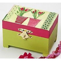Uma caixa feita de madeira com dobradiças