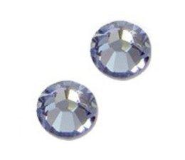 Strass steentjes rond Light Sapphire