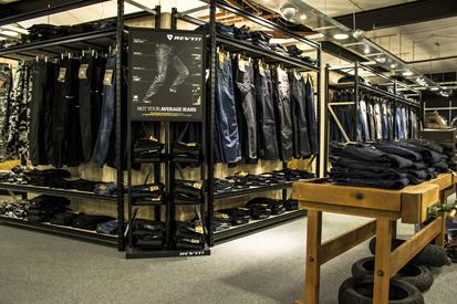 Moto Vêtements Centre des jeans mur