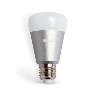 Esta luz RGB es muy económico y se puede cambiar colores. La aplicación le permite controlar de forma remota la lámpara y la intensidad y el color de la atmósfera se puede ajustar en la habitación.