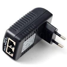 Adattatore Power Over Ethernet (PoE), per alimentare una telecamera IP tramite il cavo di rete. In questo modo non è necessario alcun alimentatore separato con la fotocamera. 48 Volt, 0,5 A Conforme allo standard PoE IEEE802.3af. Determinazione automatica