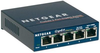 Deze Prosafe plus 5 poorts gigabit Ethernet switch van netgear de GS105GE biedt optimale prestaties en kan tot 10x sneller verbinding maken dan Fast Ethernet. Tot 60% lager energieverbruik en de automatische inschakelmodus bespaart energie wanneer po...
