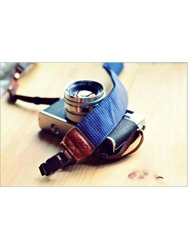 Donkerblauwe regendruppels camerariem