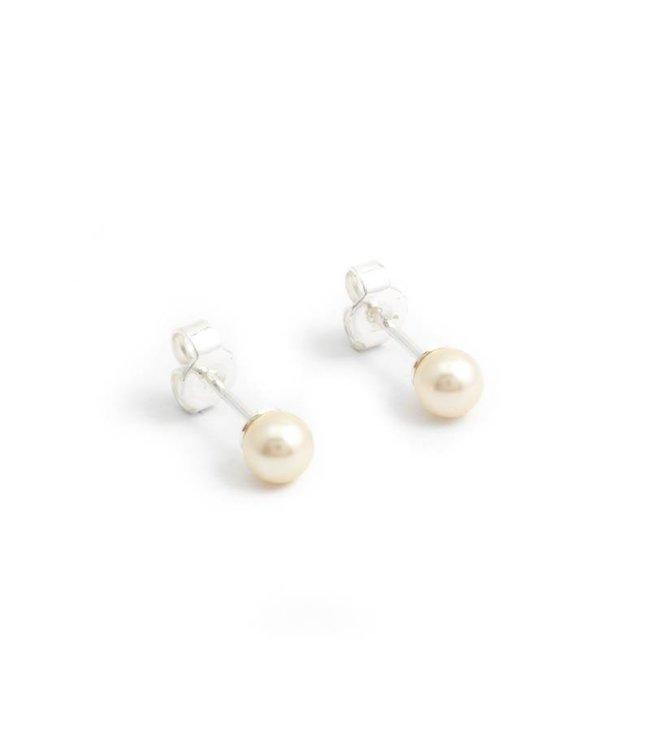 Krikor Witte parel oorknopjes met 6 mm cream pearl