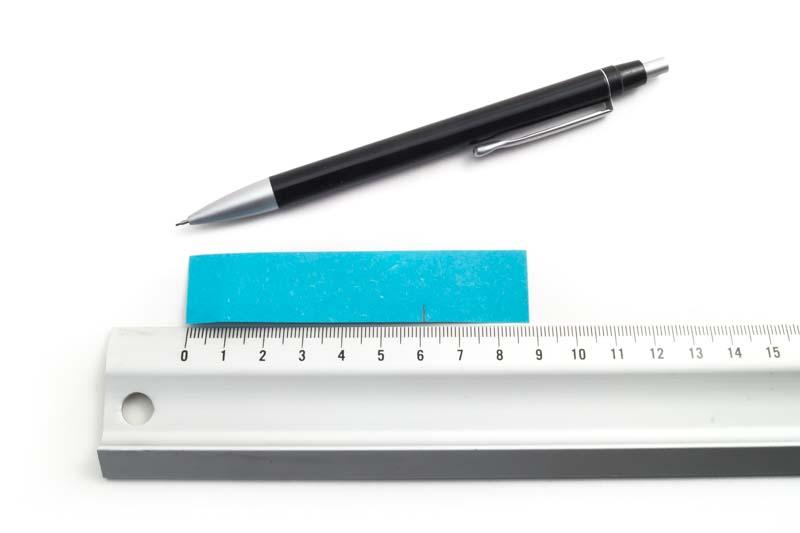 Ringmaat meten met papierstrook en potlood