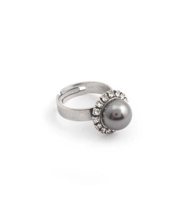 Krikor Grijze parel ring 10 mm dark grey parel en kristal