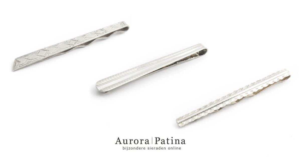 Zilveren dasspelden in de vintage collectie van Aurora Patina