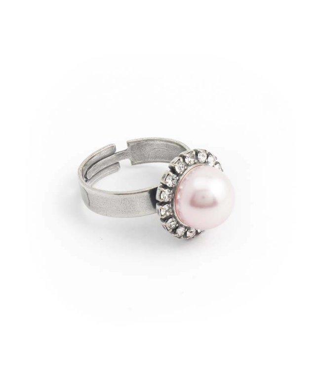 Krikor Roze parel ring met 10 mm rosalin parel en kristallen