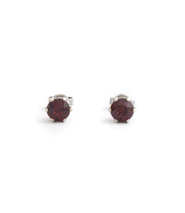 Krikor Zilveren oorknopjes met 6 mm robijn rood kristal