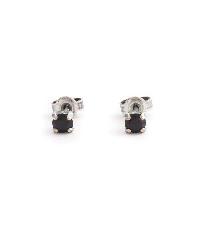 Krikor Zilveren oorknopjes met 4 mm zwart kristal
