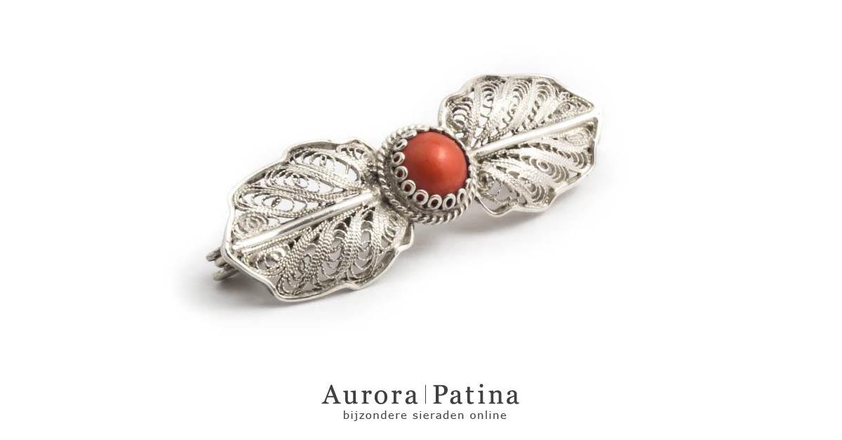 Aurora Patina bloedkoraal broche