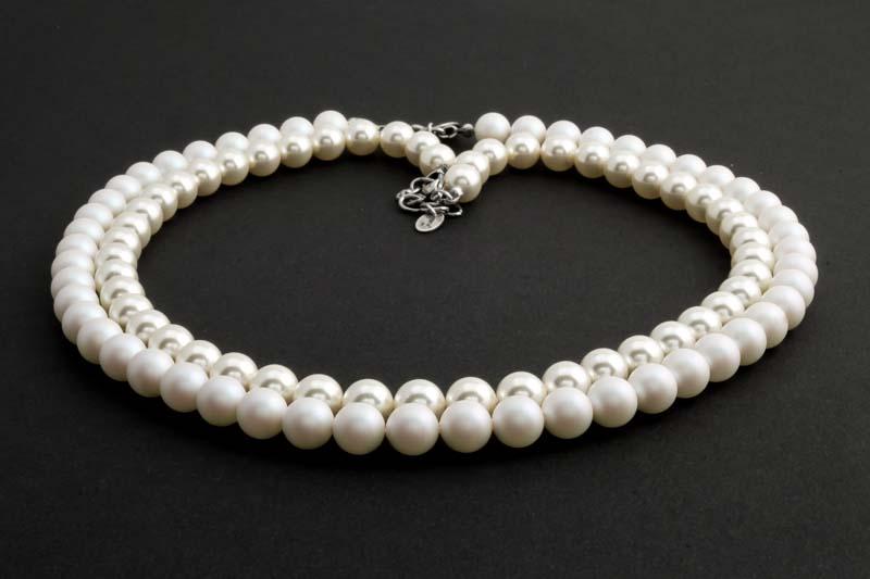 a7424ff6852 Nieuwe sieraden lijn met diep zwarte en iriserende witte parels ...