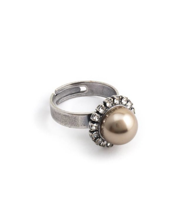 Krikor Licht bruine parel ring met 10 mm parel en kristal