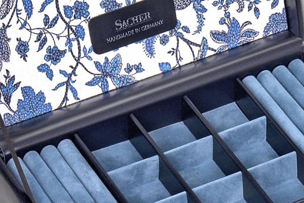 Het interieur van een sieradendoos van Sacher