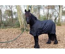 couvertures pour chevaux frisons