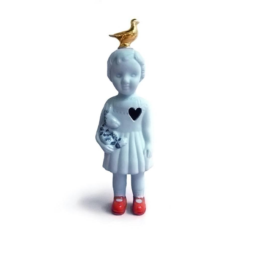 Blauwe pop met duif van Lammers en Lammers