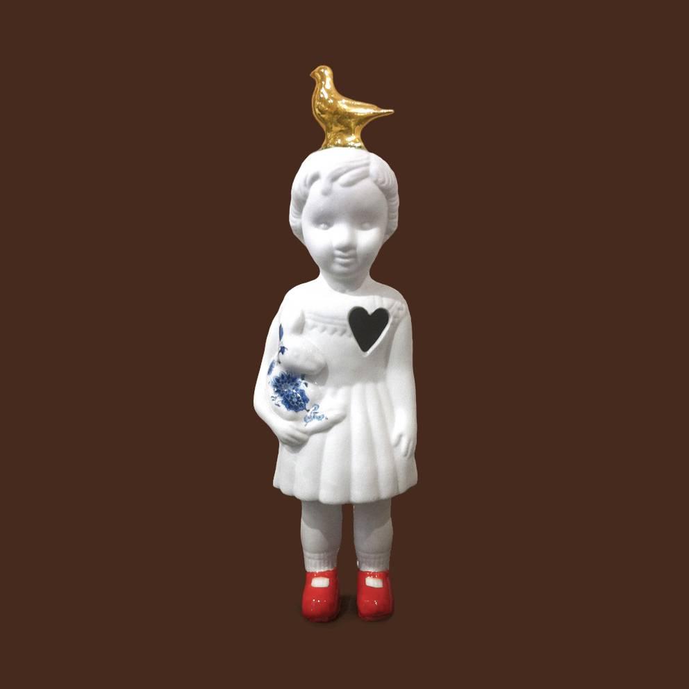 Witte pop met duif van Lammers en Lammers