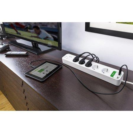 APC APC Overspanningsbeveiliger 2300W 5x stopcontact + 2x USB