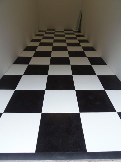 white with vloer zwart wit geblokt. Black Bedroom Furniture Sets. Home Design Ideas