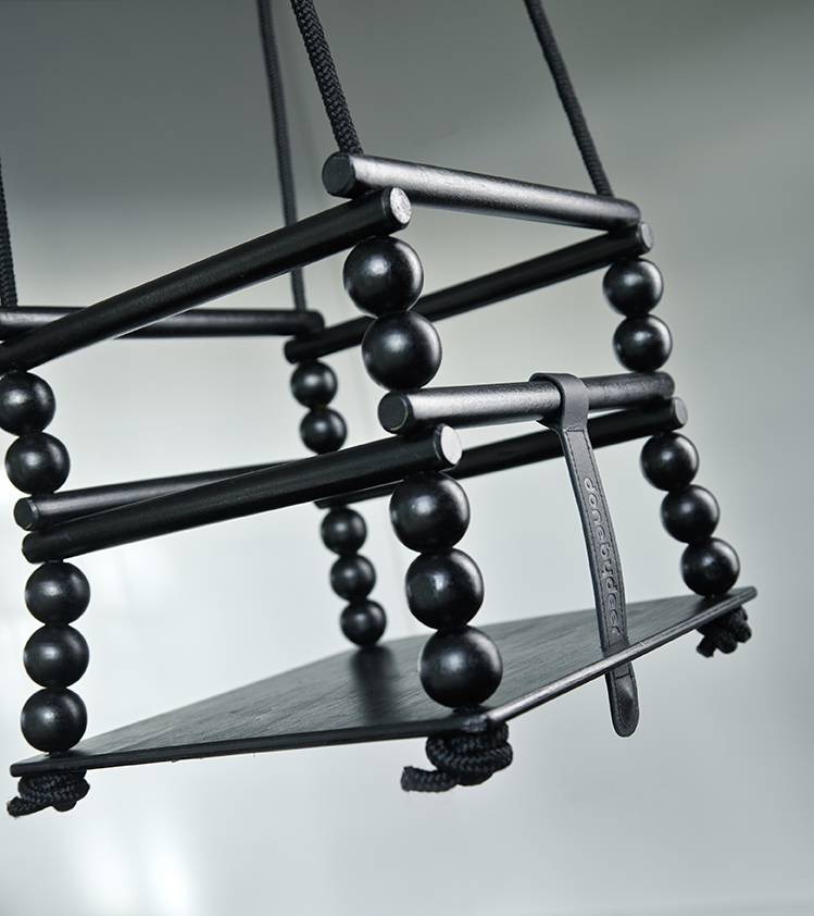 done by deer houten schommel zwart ik ben zo mooi. Black Bedroom Furniture Sets. Home Design Ideas