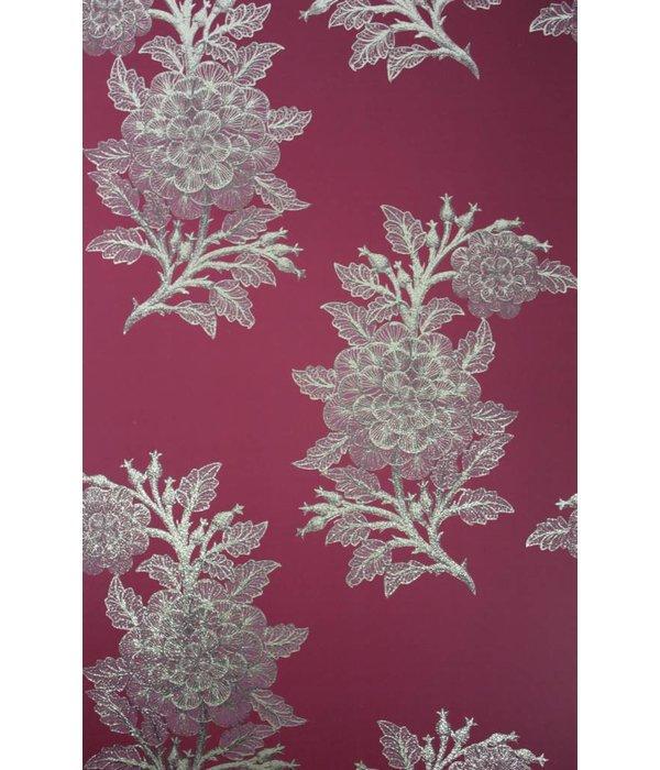 Osborne-Little Ajoure Cranberry / Pale Gilver W6433-06 Behang