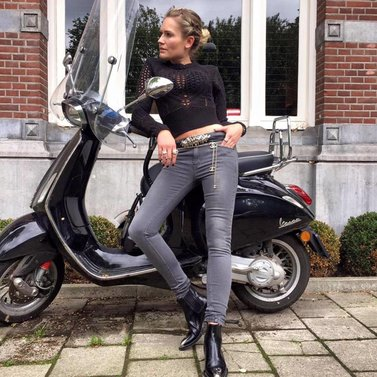 strike a pose #bunty#skinny#jeans #jayda#pullover #nikkie