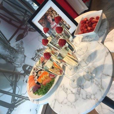 bubbles & strawberries #NIKKIE #BrandStore #Rotterdam #Meent90