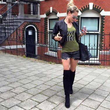 Heading to the studio - shooting NIKKIE Sportswear #covergirl#t-shirt #lace#boots #nikkie