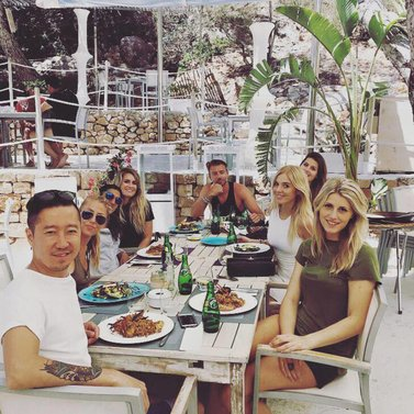 Lunch break with a part of our crew! #covershoot #ibiza #nikkie