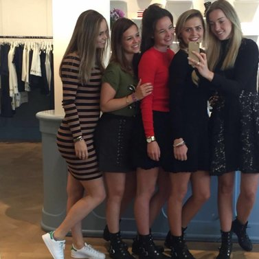 Crew selfie! #NIKKIE #BrandStore #Groningen #TussenBeideMarkten2-4