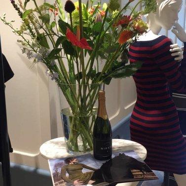 happy flowers! #NIKKIE #BrandStore #Amsterdam #CornelisSchuytstraat #Willemsparkweg175