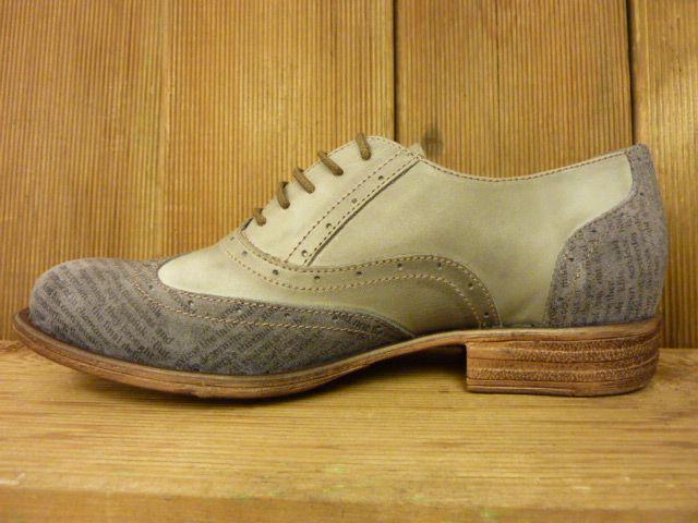 Double You Schuhe by Dessy Damenschuhe zum Schnüren grau Zeitungsdruck Budapester mit weichem Fussbett