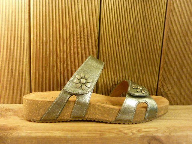 Josef Seibel Schuhe grau-schillernde Ledersandalen mit zwei Blumennieten und Klettverschlüssen