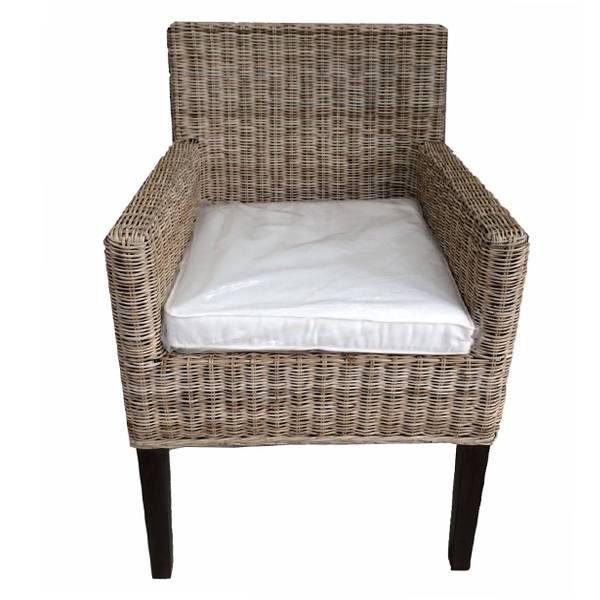 Rieten stoel met wit kussen romano for Kussens voor op stoelen