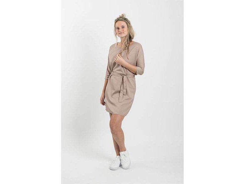 Zusss Sjiek jurkje met ceintuur poederroze - L/XL