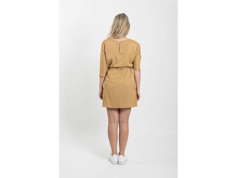 Zusss Sjiek jurkje met ceintuur oker - S/M