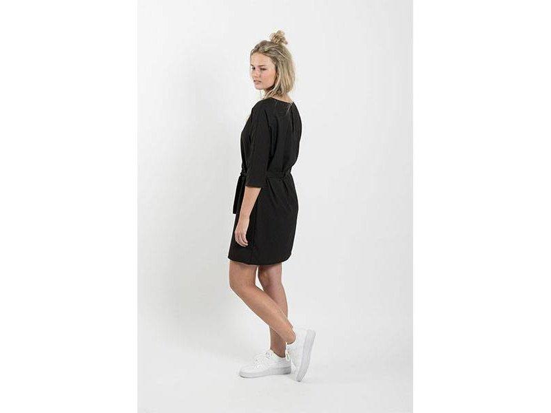 Zusss Sjiek jurkje met ceintuur zwart - M/L