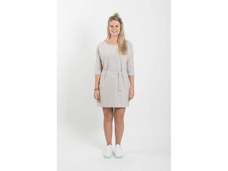 Zusss Sjiek jurkje met ceintuur krijt - S/M