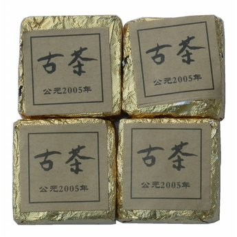 Alter fermentierter kleiner Pu-Erh Block 2005 ( 10 Stück )