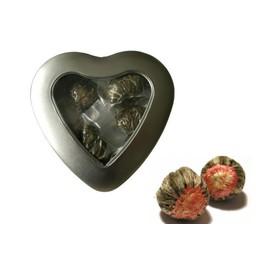 3 Fleurs de Thé dans Une Belle Boîte en forme de coeur avec fenêtre
