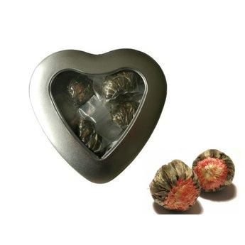 3 Teeblumen in einem schönen Blechdose in Herzform mit Fenster