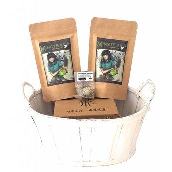 Geschenkset in einem Korb in cellophanfolie: 2 BIO Tees + 1 Teeblumen + Teeglas 300ml