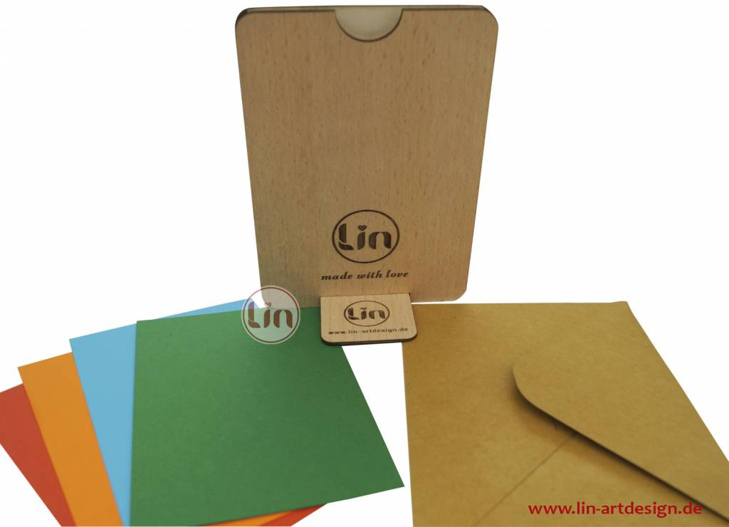 Grußkarte aus Holz, Liebespaar auf Wiese